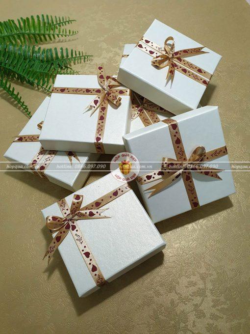 Hộp quà nhỏ, hộp đựng quà sinh nhật nhỏ HQ22 - Kích thước 10x10x3cm