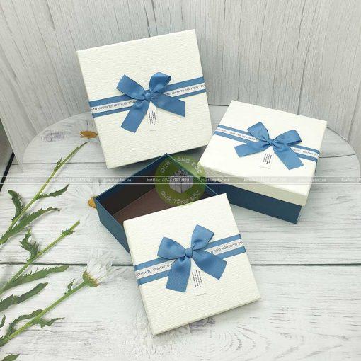 Hộp quà hình vuông trắng xanh 3 loại kích thước 15, 17, 19cm - HQ37
