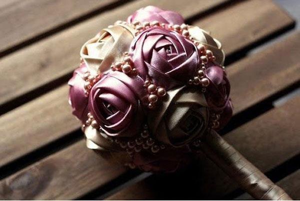 [Hướng dẫn] 5 bước sử dụng ruy băng làm hoa hồng đẹp lung linh