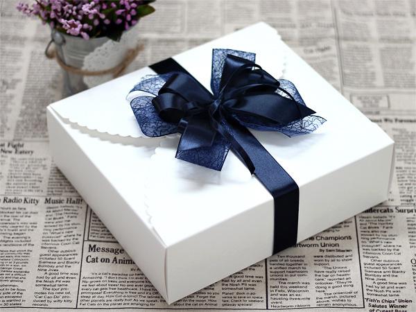Cách thắt nơ đôi cho hộp quà thêm xinh động